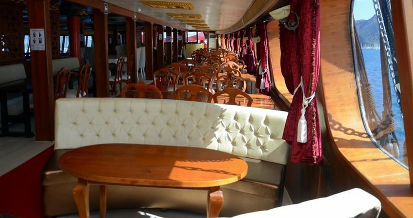 Пиратская яхта Барбосса в Мармарисе