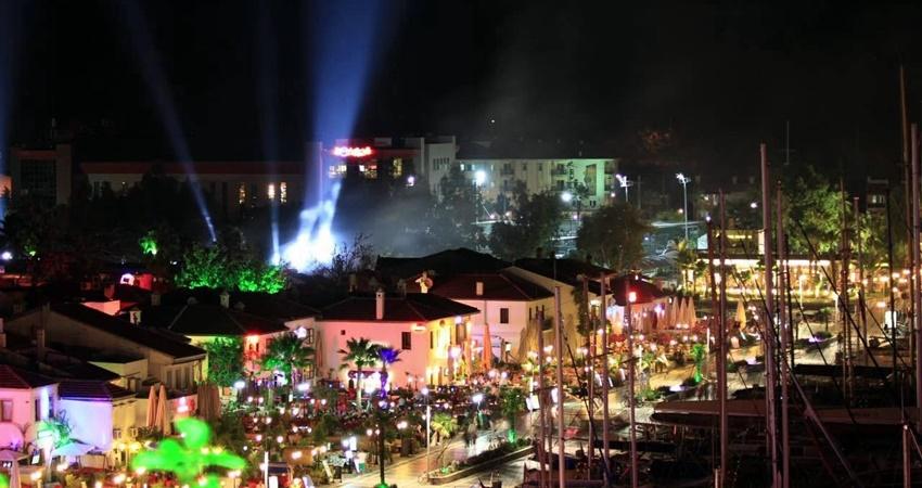 Улица Баров в Мармарисе